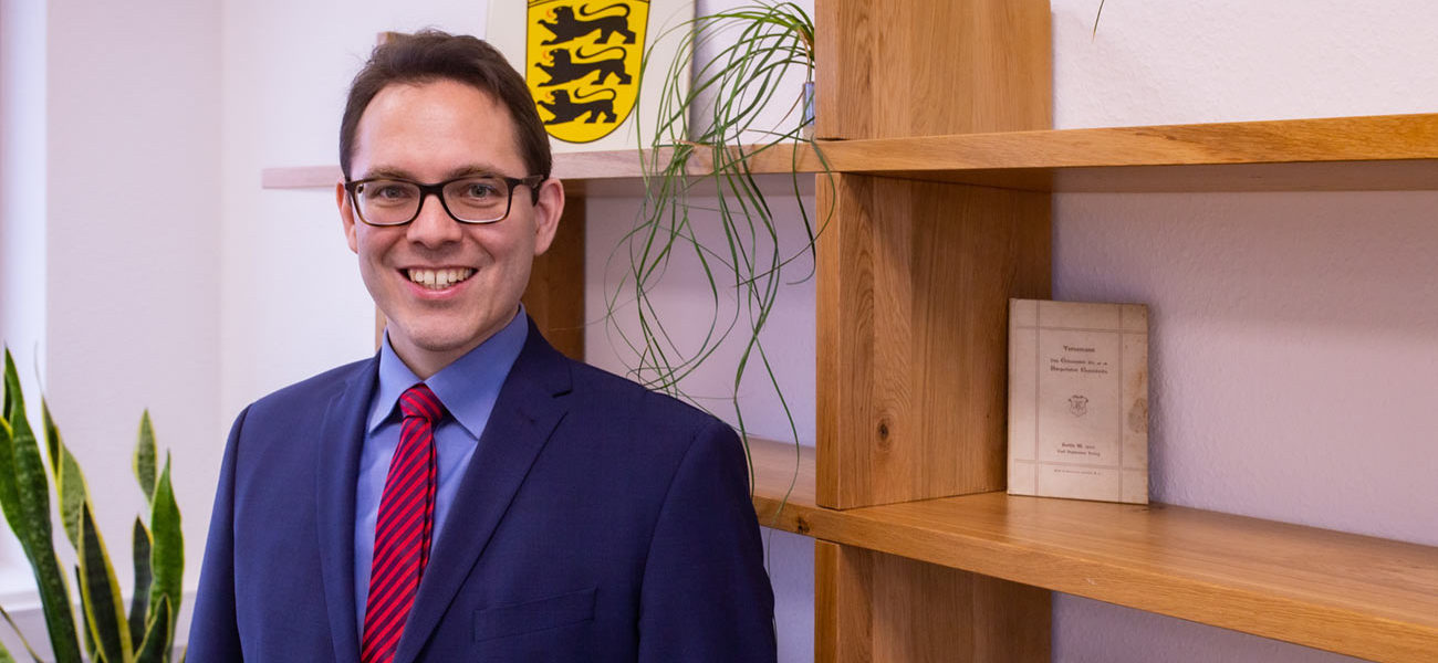 Notar Dr. Sebastian Böhm im Beurkundungsraum